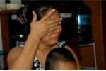 Bé mầm non bị bóp cổ, bịt mũi, người mẹ khóc ngất