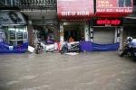 Mưa lớn kéo dài, cảnh báo những tuyến phố dễ ngập ở Hà Nội