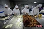 Hậu trường chế biến thức ăn trên máy bay ở Trung Quốc