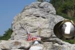 Chuyện lạ về hòn đá tự xoay ở cửa biển Quan Lạn