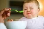 Cảnh báo: Con mắc trăm bệnh chỉ vì mẹ hay bón cơm