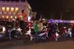Trực tiếp: Dân Hà Nội đổ xô ra đường ăn mừng chiến tích của U23 Việt Nam