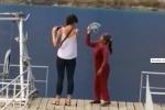 Video: Chụp ảnh ở 'Tuyệt Tình cốc', khách Tây bị một phụ nữ đòi thu 10 nghìn đồng xua đuổi