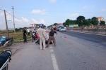 Phó Giám đốc Sở ở Bến Tre bị dân chặn đánh giữa đường, dọa đốt xe