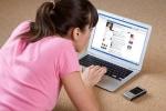 Bà mẹ 9X nghiện Facebook nặng đến mức không ăn, không nói, không cho con bú