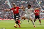 Chia điểm tẻ nhạt với MU, Liverpool trở lại ngôi đầu Ngoại hạng Anh