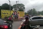 Người đàn ông bị bỏng nặng khi lắp biển quảng cáo ở Hà Nội