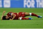 Salah bị bẻ vai, HLV Klopp trách Ramos đá bóng như đấu vật