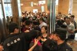 Hãi hùng cảnh người Trung Quốc 'càn quét' tiệc buffet miễn phí