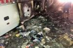 45 người la hét trong chiếc xe giường nằm bốc cháy trong đêm