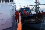 Vượt sóng to gió lớn cứu 6 ngư dân gặp nạn giữa Hoàng Sa