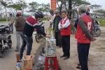 Bị phát hiện, người phụ nữ mạo danh Hội Chữ thập đỏ vứt lại thùng tiền