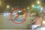 Bị CSGT dừng xe, tài xế ô tô rồ ga bỏ chạy