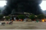Video: Đang cháy lớn chợ ở cửa khẩu Tân Thanh