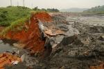 Vỡ đập 40.000 m3 chất thải ở Lào Cai: Dùng 500 tấn vôi trung hòa axit đưa độ pH về mức trung tính