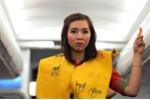 Cấm bay 9 tháng nữ hành khách xé áo phao trên máy bay