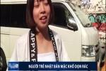 Kỳ quặc ăn mặc bán khỏa thân để.... dọn rác ở Nhật Bản