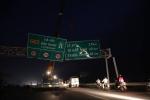 Video: Biển hiệu đổ sập, hàng trăm xe tải chôn chân trên Quốc lộ 1