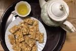 Tự làm kẹo lạc giòn tan mời khách dịp Tết, ăn mãi không chán