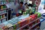 Thanh niên sức dài vai rộng trộm sữa trong siêu thị trong 'một nốt nhạc'