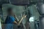 Hú hồn tài xế vừa lái xe tải, vừa sử dụng 2 điện thoại cùng lúc trên cao tốc