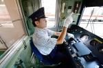 Video: Hành động lạ của nhân viên giúp tàu điện Nhật Bản chính xác đến từng giây