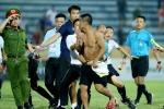 Cổ động viên tấn công trọng tài, sân Nam Định bị phạt nặng