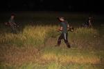 Tránh nắng nóng, nông dân Hà Tĩnh gặt lúa xuyên đêm