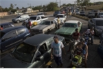 Video: Thảm cảnh ô tô xếp hàng cả cây số, tài xế vật vã chờ 24 tiếng để đổ xăng