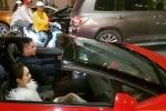 Soi 'siêu bò' Lamborghini Aventador Tuấn Hưng lái đưa vợ 'đi bão' mừng đội tuyển Việt Nam
