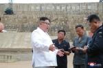 Ong Kim Jong-un noi gian, la mang quan chuc khi di thi sat hinh anh 1
