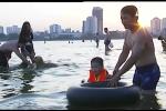 Hà Nội: Nguy hiểm rình rập quanh bãi tắm tự phát ở Hồ Tây