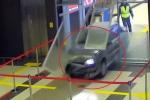 Clip: 'Ma men' chạy trốn CSGT, phi xe vào sân bay gây náo loạn