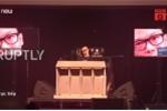 Nam DJ Nhật Bản chơi nhạc bằng mắt