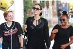 2 con gái vẫn xuất hiện vui vẻ bên Angelina Jolie giữa tin đồn bị mẹ ngăn cản gặp bố