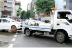 Cẩu hàng loạt ô tô dừng đỗ chiếm nửa làn đường Nguyễn Đình Chiểu, Hà Nội