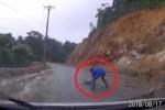 Clip: Đá rơi ngổn ngang trên đường lên Tam Đảo