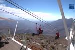 Chóng mặt với đường trượt zipline dài nhất thế giới