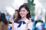 Á hậu Thuỳ Dung mặc đồng phục nữ sinh về thăm trường cũ
