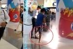 Clip gây bão mạng: Thanh niên rút dép tông dập lửa trong trung tâm mua sắm