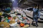 Video: Sát Tết, rác thải ứ đọng chất đống như núi, bốc mùi chưa từng thấy ở nội thành Hà Nội