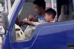 Bé trai 10 tuổi ở Thanh Hóa lái xe tải băng băng trên phố