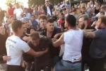 Video: Cổ động viên Anh đánh nhau trong quán bia khi đang cổ vũ World Cup