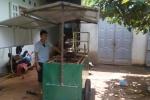 Trưởng phòng ở Đắk Lắk nghỉ việc về nhà đẩy xe bán hàng rong: 'Sống thật, làm thật để được ghi nhận'