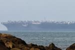 Cận cảnh tàu sân bay Mỹ USS Carl Vinson đậu trong cảng Tiên Sa