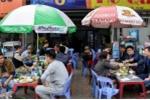 Quán nhậu Hà Nội coi vỉa hè như 'của nhà mình'