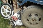 Xe công nông đè bẹp xe chuyên dụng CSGT