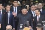 Video: Ông Kim Jong-un tươi cười vẫy tay chào người dân Lạng Sơn