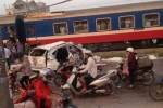 Ô tô bị tàu tông nát, 6 người chết: Người lái tàu kể giây phút hạ tốc, cứu người