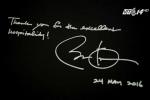 Clip: Ông Obama viết gì trước khi rời khách sạn tại Hà Nội?